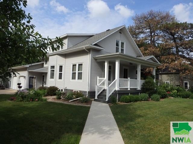 Photo for 403 4th Street NE, Orange City, IA 51041 (MLS # 809719)