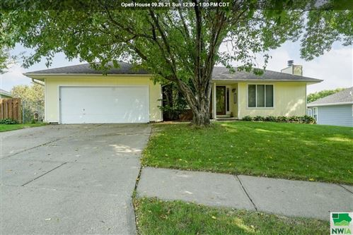 Photo of 2327 MOHAWK CT, Sioux City, IA 51104 (MLS # 814727)