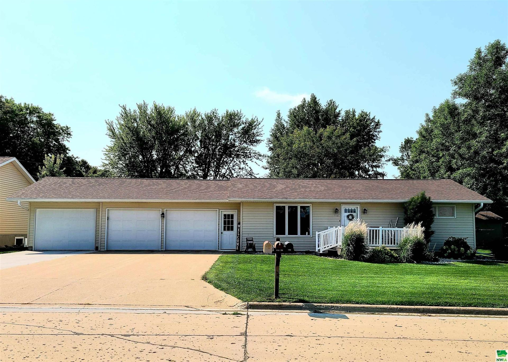 Photo for 1112 7th St., Hull, IA 51239 (MLS # 814747)
