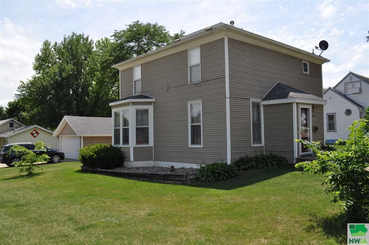 Photo for 122 4th Street SE, Orange City, IA 51041 (MLS # 809754)