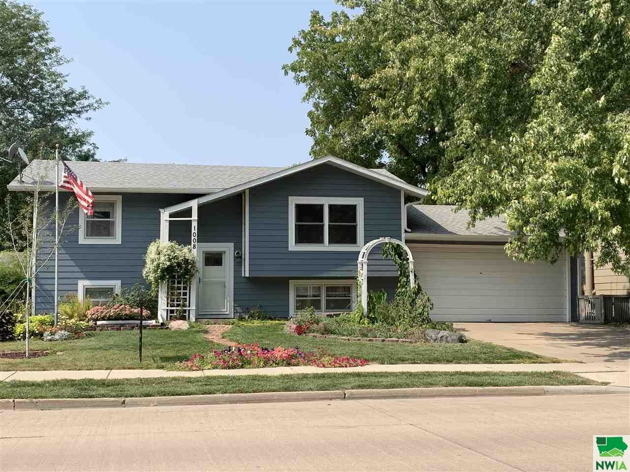 Photo for 1008 Cottage Ave, Vermillion, SD 57069 (MLS # 810755)