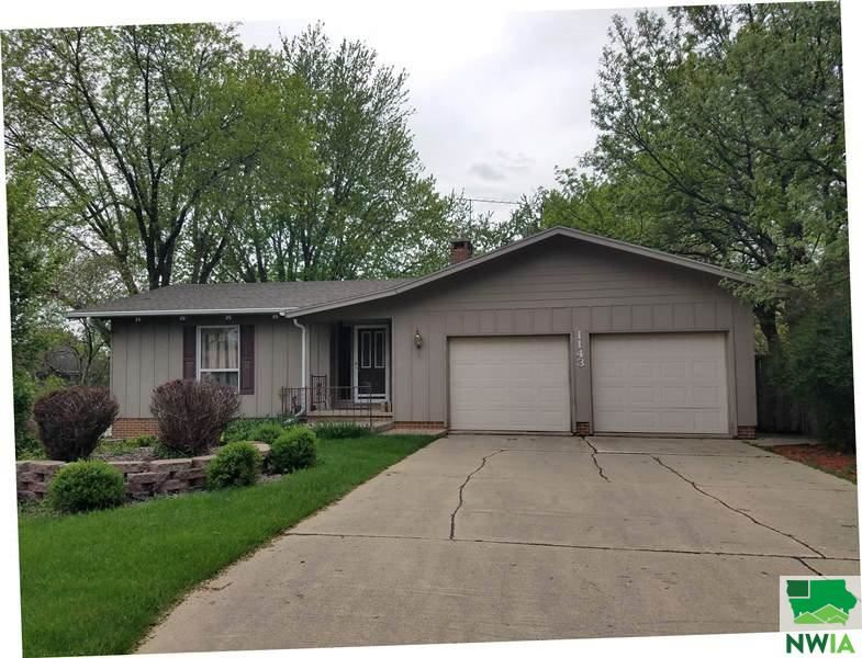 Photo for 1143 1st Avenue SE, Sioux Center, IA 51250 (MLS # 813805)