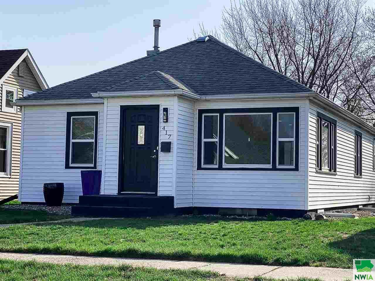 Photo for 417 ARIZONA AVE SW, Orange City, IA 51041 (MLS # 812860)