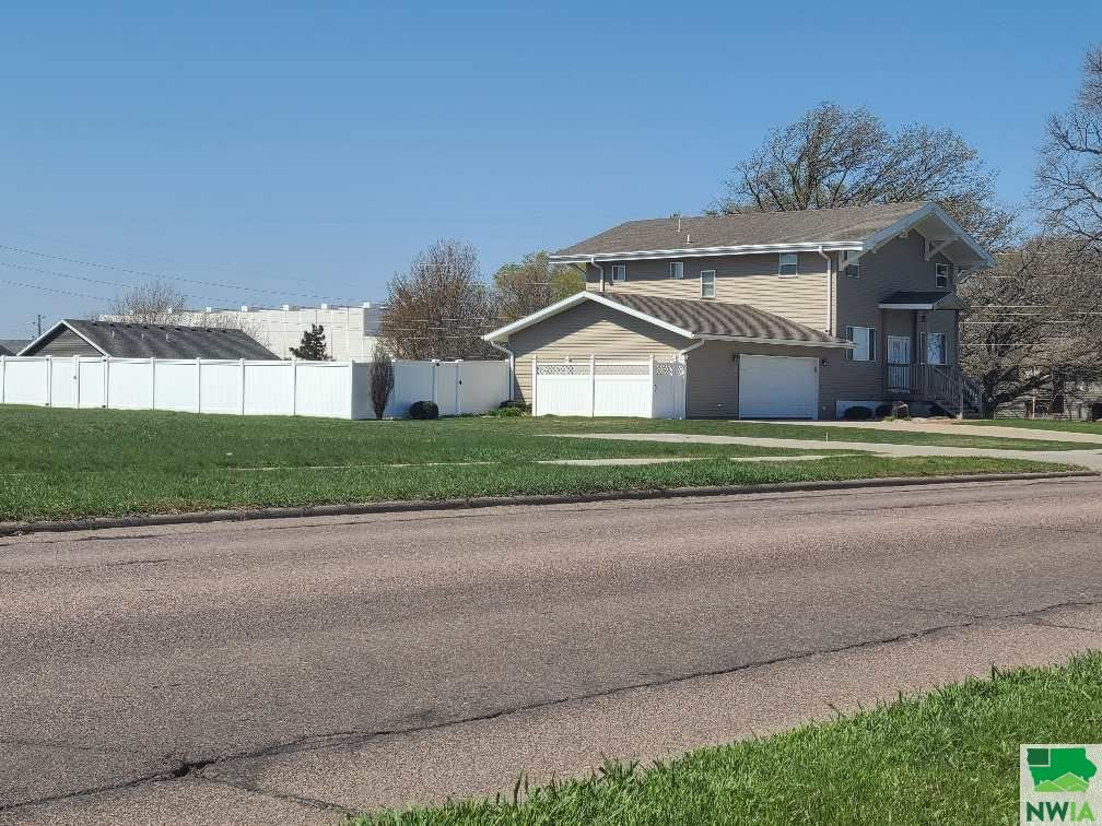 Photo for 532 12th St. SW, LeMars, IA 51031 (MLS # 812863)