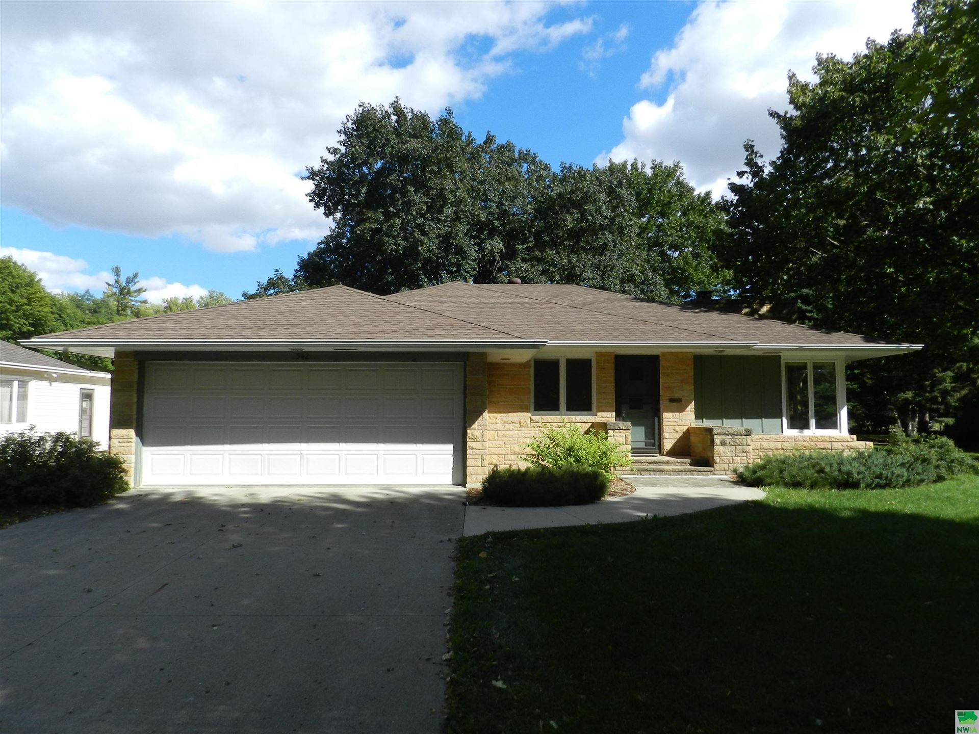Photo for 542 2nd Ave. NE, Sioux Center, IA 51250 (MLS # 814866)