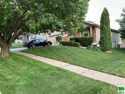 Photo of 4600 Cherrywood Lane, Sioux City, IA 51106 (MLS # 811871)
