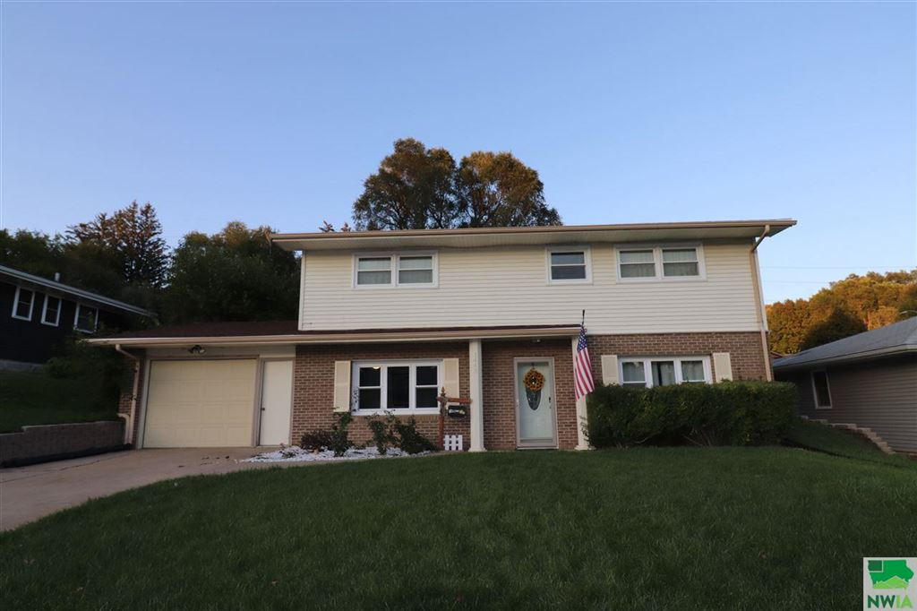 Photo for 1443 38th St, Sioux City, IA 51104 (MLS # 806874)