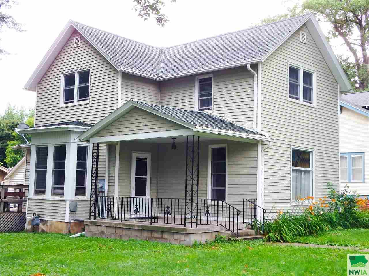 Photo for 402 10th Street, Alton, IA 51003 (MLS # 805991)