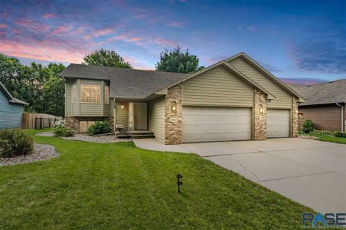 Photo of 3308 S Grace Ave, Sioux Falls, SD 57103 (MLS # 22106125)