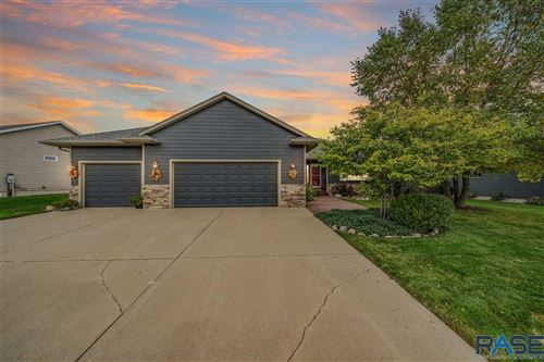 Photo of 4000 E Brookline Dr, Sioux Falls, SD 57103 (MLS # 22106129)