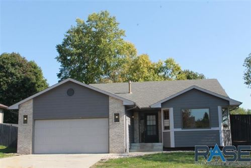 Photo of 1000 N Connor Trl, Sioux Falls, SD 57110 (MLS # 22106132)