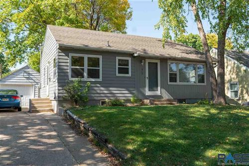 Photo of 517 S Holt Ave, Sioux Falls, SD 57103 (MLS # 22106133)