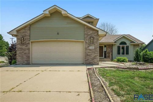 Photo of 324 La Salle Ave, Sioux Falls, SD 57110 (MLS # 22106134)