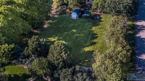 Photo of 2809 S Kinkade Ave, Sioux Falls, SD 57103 (MLS # 22100150)