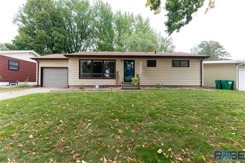 Photo of 3104 S Lyndale Ave, Sioux Falls, SD 57105 (MLS # 22106152)
