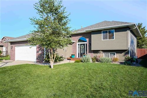 Photo of 5812 S Drexel Dr, Sioux Falls, SD 57106 (MLS # 22106164)
