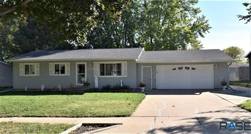 Photo of 1104 S Dale Dr, Sioux Falls, SD 57110 (MLS # 22106171)