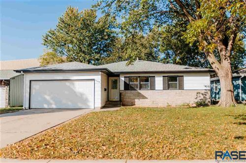 Photo of 2809 S Center Ave, Sioux Falls, SD 57105-4817 (MLS # 22106174)