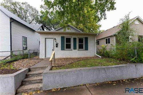 Photo of 630 N Wayland Ave, Sioux Falls, SD 57103 (MLS # 22106203)