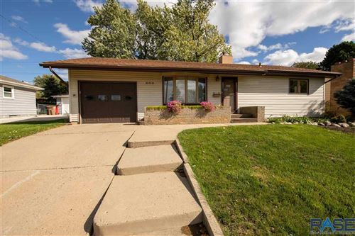 Photo of 600 S Jessica Ave, Sioux Falls, SD 57104 (MLS # 22106209)