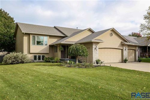 Photo of 3231 S Grace Ave, Sioux Falls, SD 57103 (MLS # 22106243)
