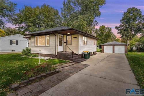 Photo of 3112 S Lake Ave, Sioux Falls, SD 57105 (MLS # 22106255)