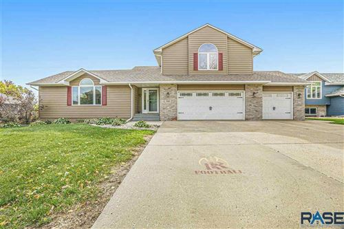 Photo of 7101 W Selkirk Trl, Sioux Falls, SD 57106 (MLS # 22106257)