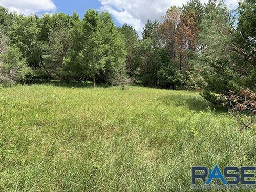 Photo of Barnhard Ave, Sioux Falls, SD 57110 (MLS # 22100280)