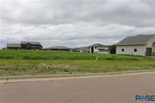 Photo of 5605 Chandler Dr, Sioux Falls, SD 57110 (MLS # 22101659)