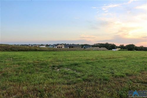 Photo of 5609 Chandler Ct, Sioux Falls, SD 57110 (MLS # 22101661)