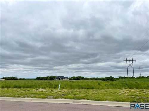 Photo of 5608 Chandler Ct, Sioux Falls, SD 57110 (MLS # 22101662)