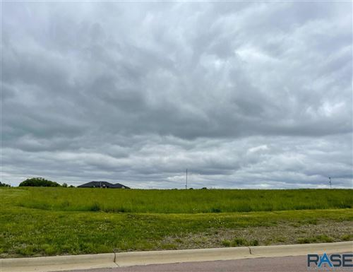 Photo of 5600 Chandler Ct, Sioux Falls, SD 57110 (MLS # 22101663)