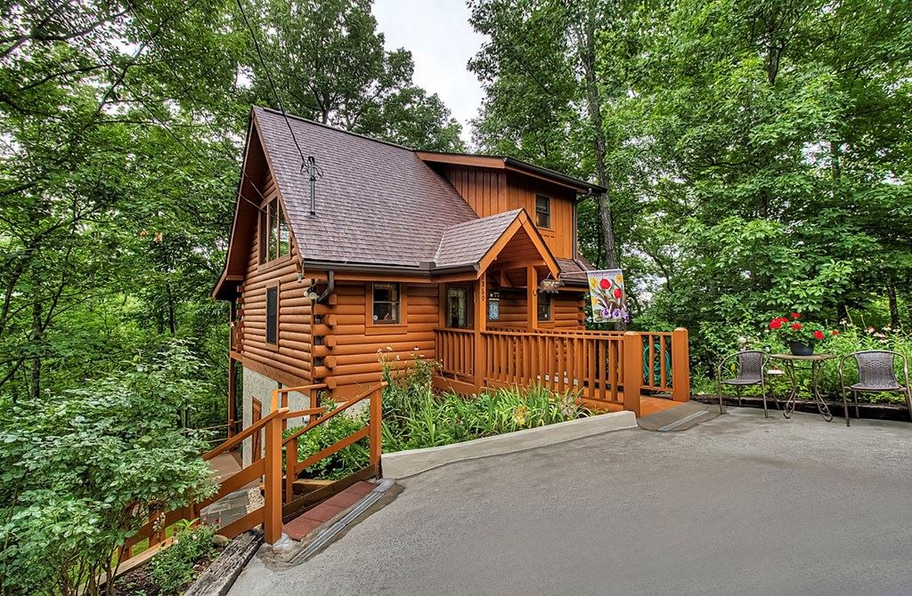 Photo of 2869 Valley Springs Way, Sevierville, TN 37862 (MLS # 244064)