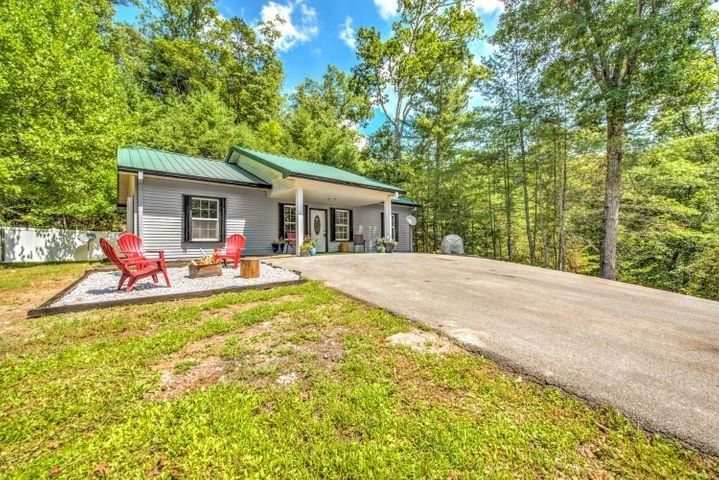 Photo of 1320 Old Hag Hollow Way, Sevierville, TN 37876 (MLS # 245083)