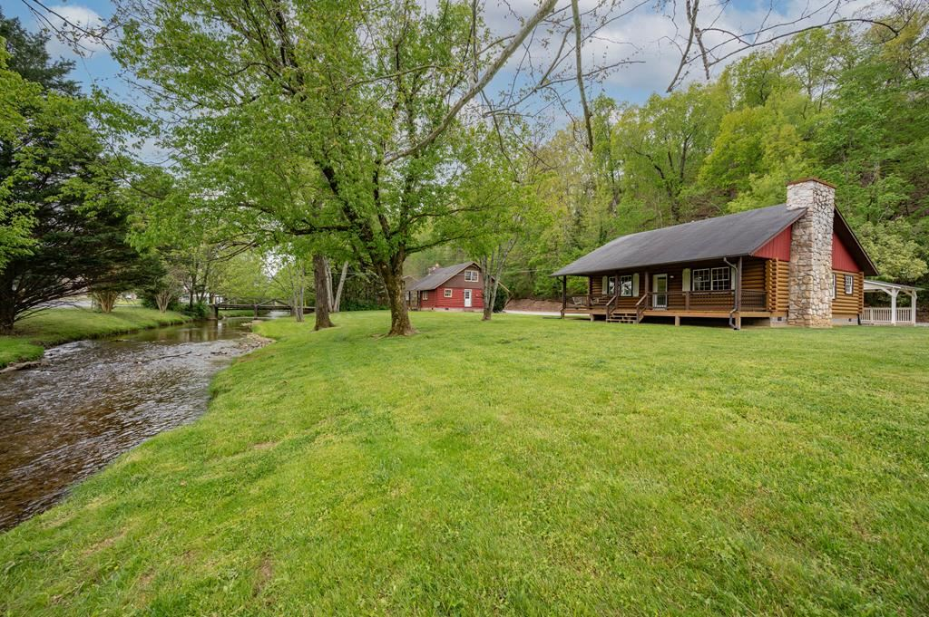Photo of 2728/2732 Colonial Dr., Pigeon Forge, TN 37863 (MLS # 242174)