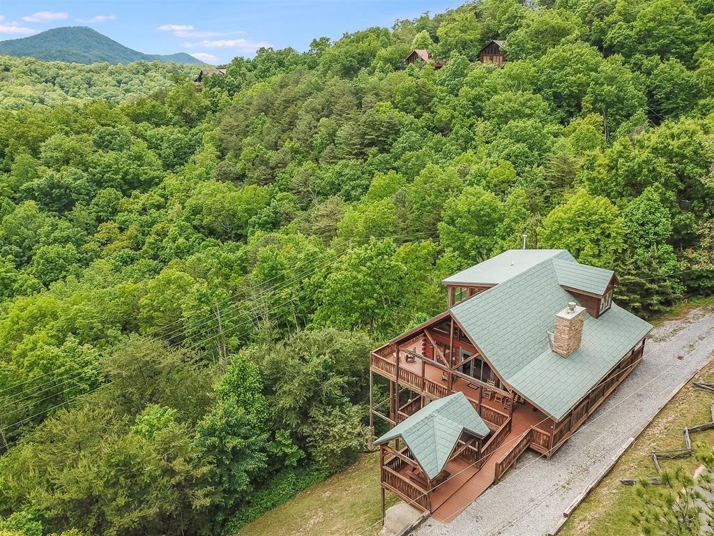 Photo of 2612 Blanket Mountain Way A Smoky Mountain Cabin Retreat, Sevierville, TN 37862 (MLS # 244183)