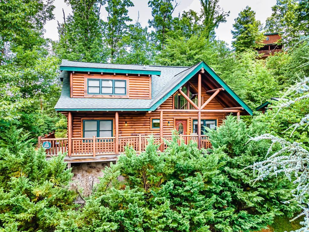 Photo of 1680 Mountain Lodge Way, Sevierville, TN 37862 (MLS # 243243)