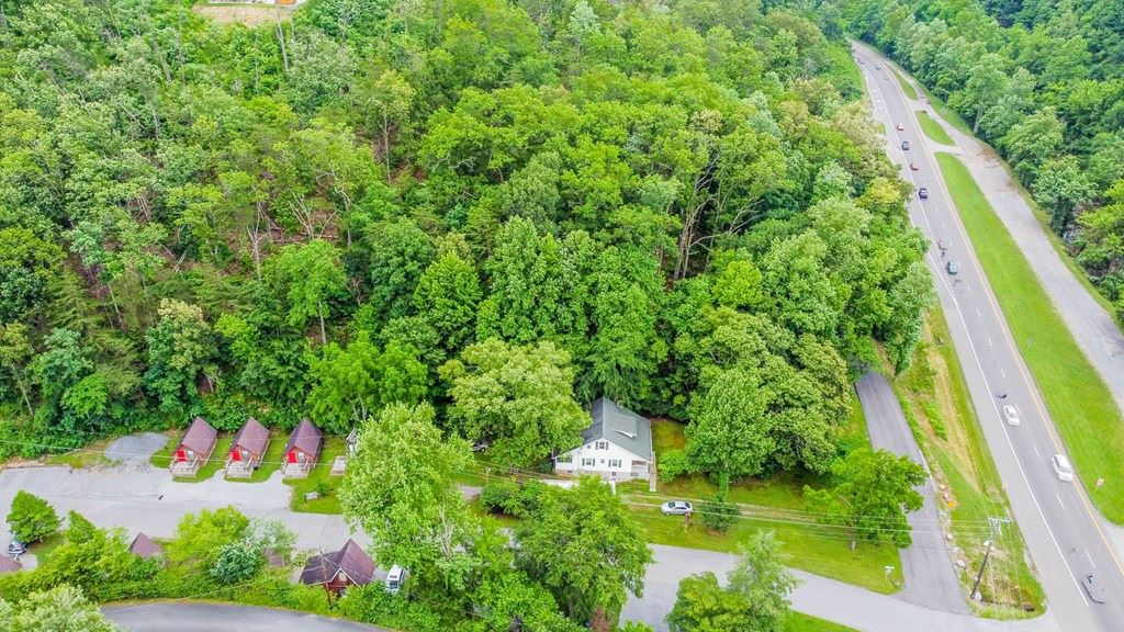 Photo of 106 Springs Valley Rd, Pigeon Forge, TN 37863 (MLS # 243394)
