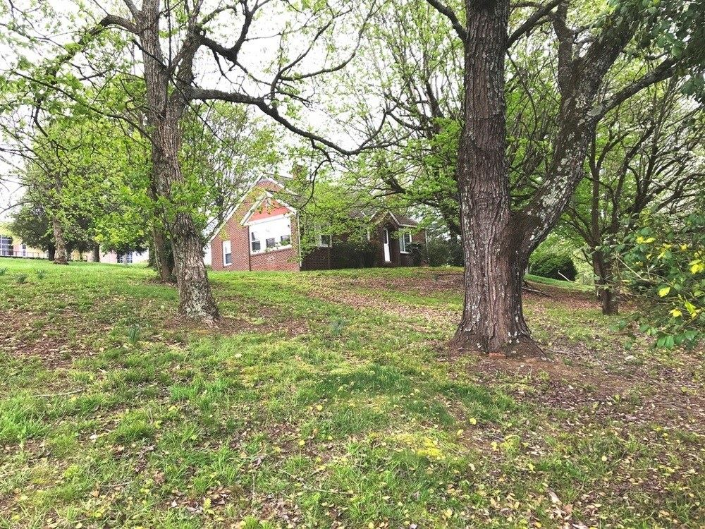 Photo of 1240 Middle Creek Road, Sevierville, TN 37862 (MLS # 242456)