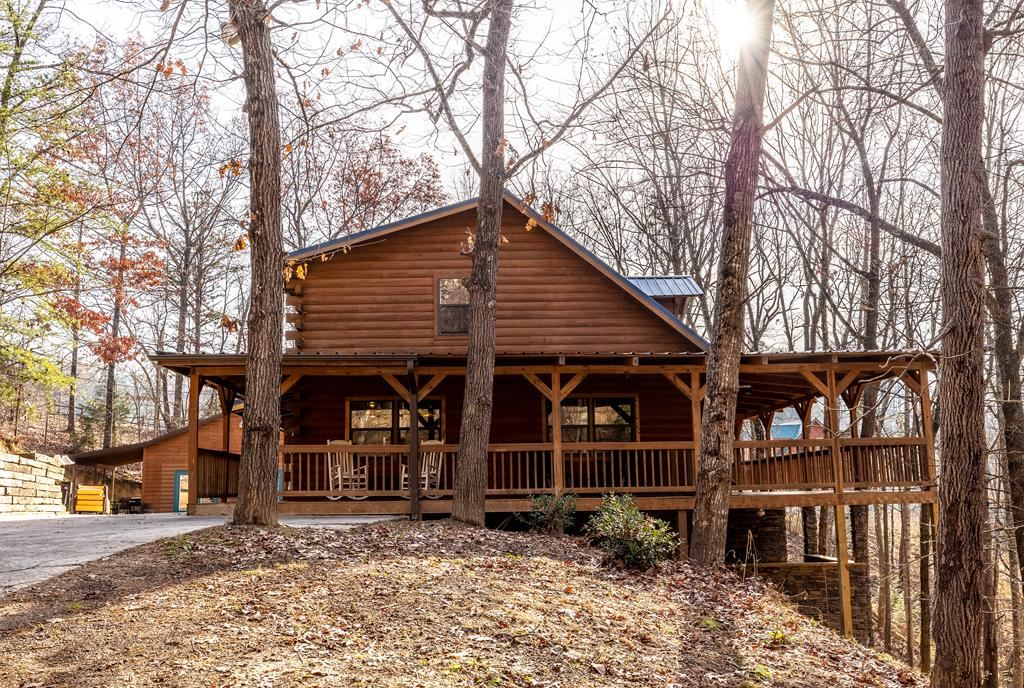 Photo of 1930 Backhome Ln, Sevierville, TN 37876 (MLS # 242571)