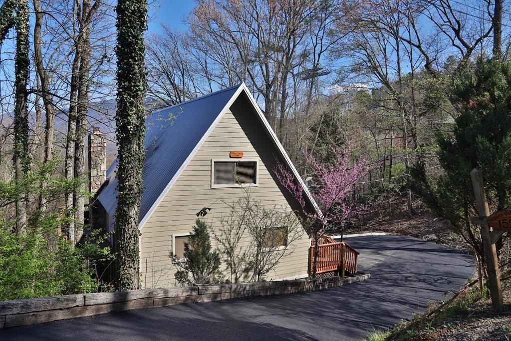 Photo of 1525 Zurich Rd Million Dollar View, Gatlinburg, TN 37738 (MLS # 242574)
