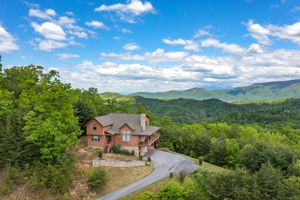 Photo of 4314 Covered Wagon Rd, Sevierville, TN 37862 (MLS # 242593)