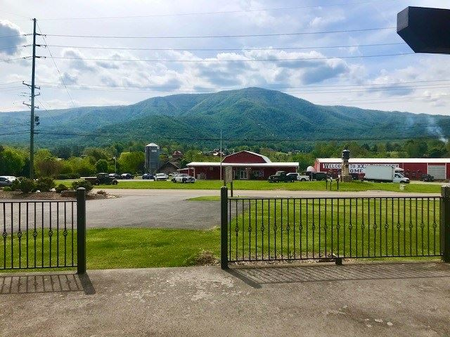 Photo of 3320 Wears Valley Road, Sevierville, TN 37862 (MLS # 242633)