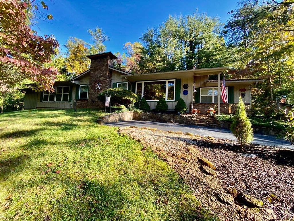 Photo of 450 Lakeshore Dr, Sevierville, TN 37738 (MLS # 245711)
