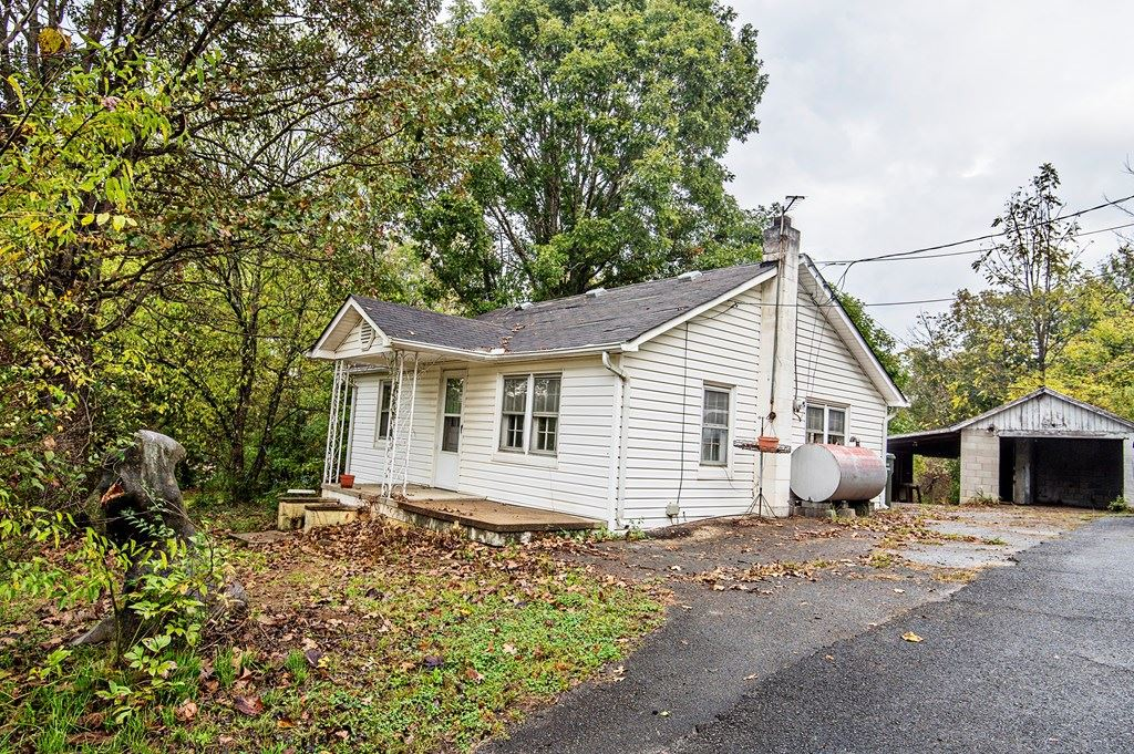Photo of 648 Middle Creek Road, Sevierville, TN 37862 (MLS # 245764)