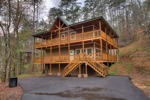 Photo of 2740 Mountain View Circle Blaze of Glory, Sevierville, TN 37861 (MLS # 241788)