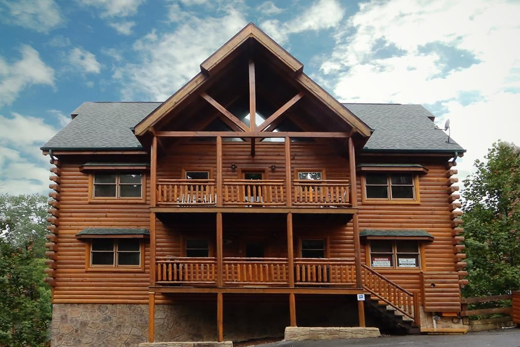 Photo of 1112 Black Bear Cub Way Mountain Movie Inn, Sevierville, TN 37862 (MLS # 240838)