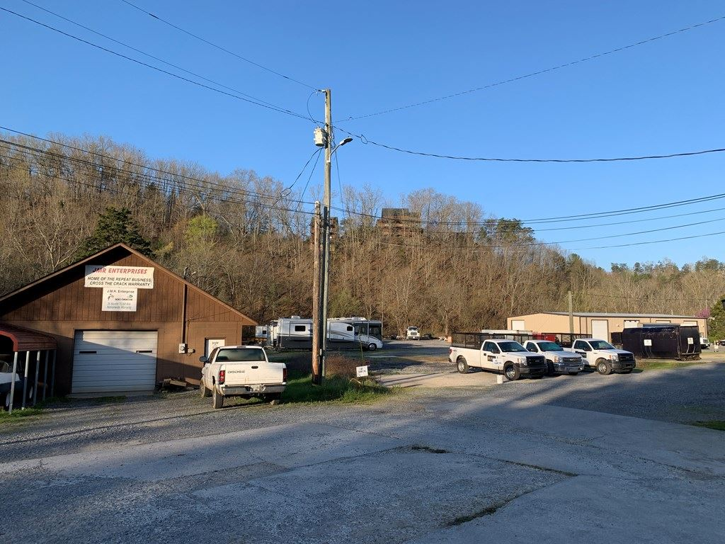 Photo of 3620 Singing Pines, Pigeon Forge, TN 37865 (MLS # 241854)