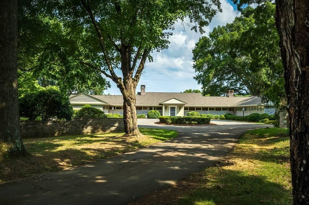 Photo of 312 Paine Lake Drive, Sevierville, TN 37862 (MLS # 240860)