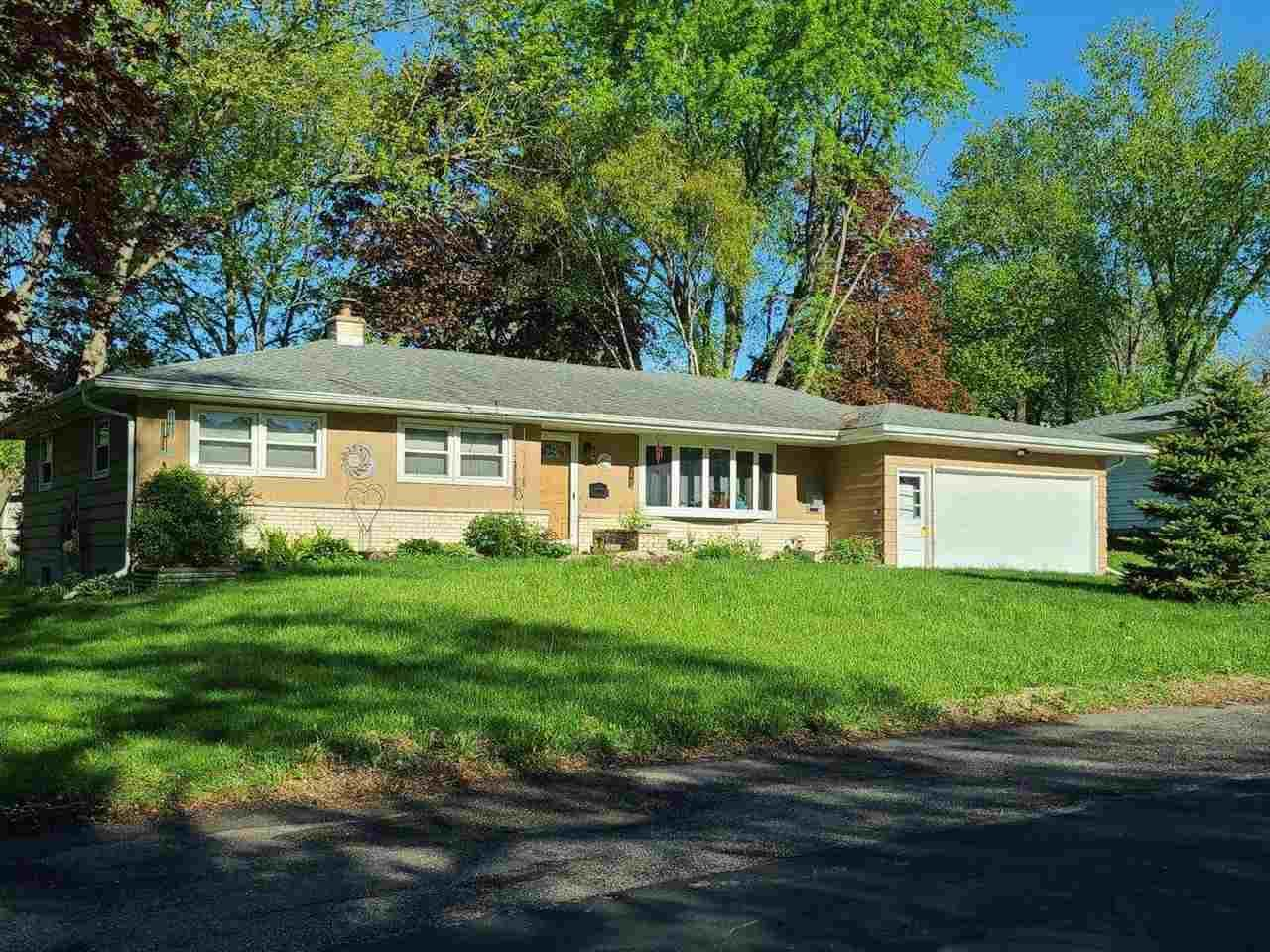 1710 Woodvale Dr, Madison, WI 53716 - #: 1908001